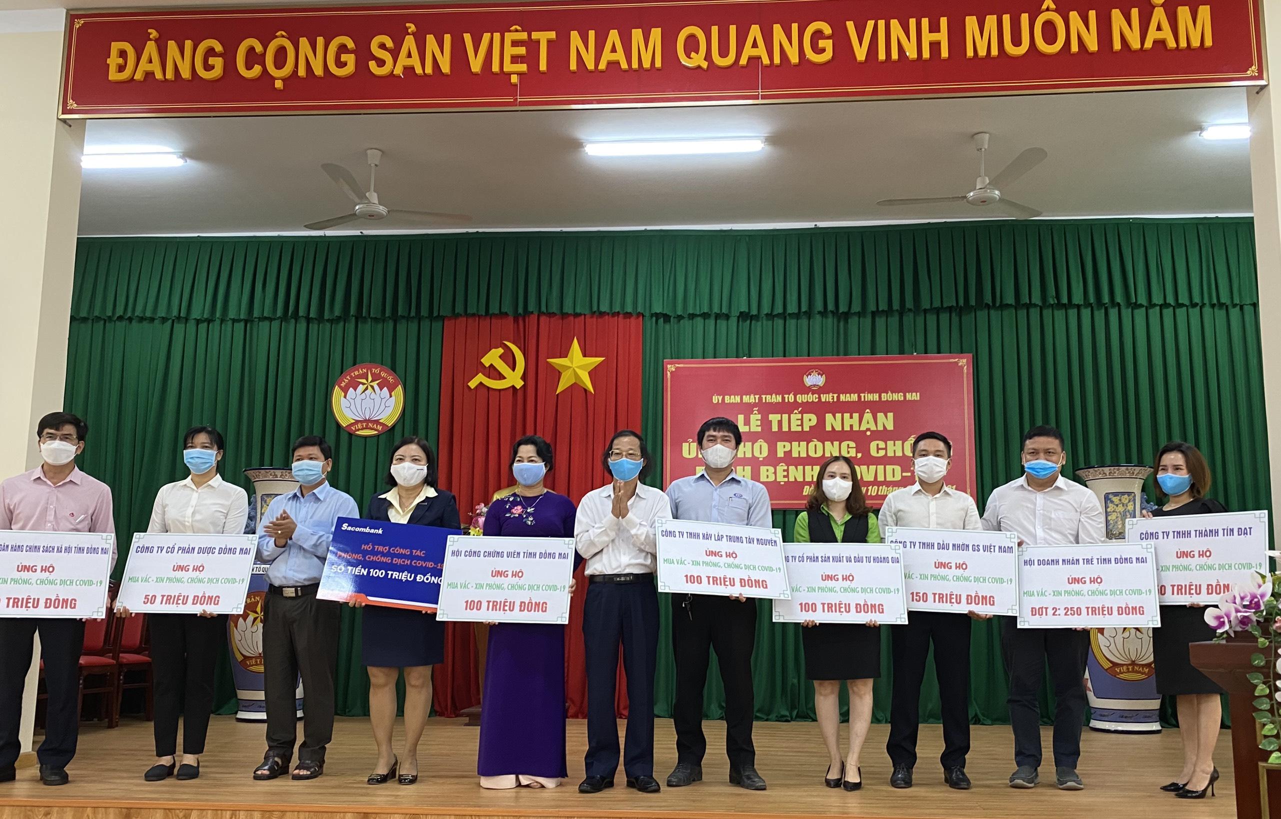 Chung tay ủng hộ kinh phí mua vắc xin phòng, chống dịch COVID-19